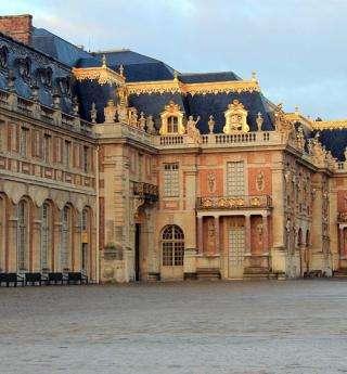 Le Château de Versailles et les Grandes Eaux Nocturnes