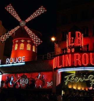 Cabarets et voitures anciennes pour la Saint-Valentin à Paris