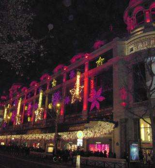 Shop windows and shopping: Printemps and Galeries Lafayette at Christmas